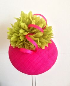 Fushia large button by SARAH STEPHENS #millinery #HatAcademy #hats Pillbox Hat, Fascinator Hats, Hair Fascinators, Fascinator Hairstyles, Hat Hairstyles, Tea Hats, Coral Pink, Magenta, Head Accessories