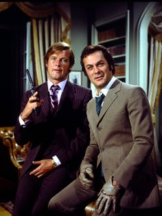 Roger Moore and Tony Curtis as Brett Sinclair and Danny Wilde in 1971 ABC series The Persuaders. Great theme by John Barry of James Bond fame. Spy Shows, Great Tv Shows, Old Tv Shows, Movies And Tv Shows, Tony Curtis, Roger Moore, James Bond, Tv Vintage, Actor