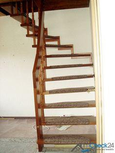 Über eine Holztreppe ist das Dachgeschoss erschlossen.