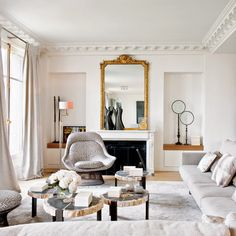 Este señorial piso en París se havestido a la altura gracias al trabajodel decorador Stéphane Olivier.El uso magistral de los detalles,las texturas y los...