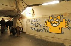 The Parisian public transportation authority claims a penalty for the the French-Swiss street artist Thoma Vuille, aka Monsieur Chat, accused of illegally drawing his signature cats Land Art, Andy Warhol, Mr Chat, Grand Chat, New York Graffiti, Avant Garde Artists, French Street, Famous Logos, Old Video