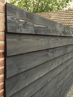 buitenpracht-houtbouw-potdeksel-schutting-douglas (3) Backyard Fences, Garden Fencing, Backyard Landscaping, House Cladding, Exterior Cladding, Timber Cladding, Wood Fence Design, Wooden Garden, Back Gardens