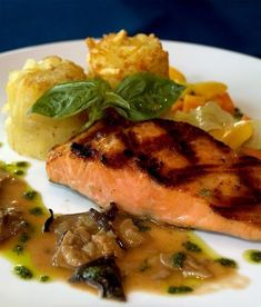 Braseado de salmón con glaseado de cebolla