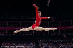 Great action photography  olympics: Jennifer Pinches (GBR) competes on the beam