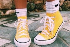 Image shared by ninnamonette. Find images and videos about shoes, yellow and converse on We Heart It - the app to get lost in what you love. Sock Shoes, Cute Shoes, Me Too Shoes, Yellow Converse, Yellow Shoes, Converse High Tops Colors, Cute Converse, Yellow Vans, Converse Sneakers