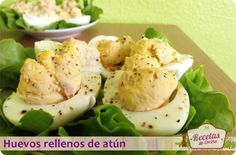 """Huevos rellenos de atún, entrante fácil y rico -  Las cenas de """"picoteo"""" siempre son una buena opción cuando nos apetece comer algo ligero o cuando viene visita y queremos ofrecer algo variado sin que llegue a resultar pesado. Una ensalada, unos montaditos y unos huevos rellenos pueden convertirse en una forma fantástica de e... - http://www.lasrecetascocina.com/2013/09/14/huevos-rellenos-de-atun-entrante-facil-y-rico/"""