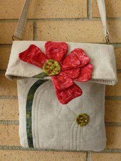 51 Ideas for patchwork bolsas ideas appliques Patchwork Bags, Quilted Bag, Sac D'art, Art Bag, Handmade Purses, Handmade Handbags, Purse Patterns, Sewing Patterns, Tote Pattern