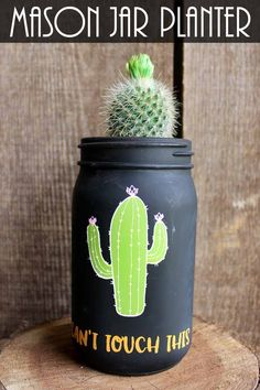 Make this cactus planter pot from a mason jar! This project is so easy with Chalk Couture! #chalkcouture #cactus