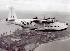 South African Air Force Short Sunderland flying boat, operating from Lake Umsingazi, Zululand, during WWII, flying over Durban. Amphibious Aircraft, Ww2 Aircraft, Military Aircraft, Flying Ship, Flying Boat, Short Sunderland, South African Air Force, Float Plane, Airplane Flying