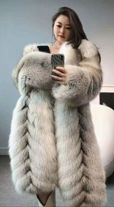 Great Women, Beautiful Women, Fox Fur Coat, Fur Coats, Fur Fashion, Womens Fashion, Fabulous Fox, Asian Woman, Mantel