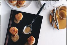 Seared Scallops with Tarragon-Butter Sauce / Romulo Yanes