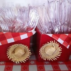50 Ideias para decoração de festa junina Farm Birthday, Birthday Parties, Party Rock, Cowboy Party, Party Decoration, Farm Party, Farm Theme, Baby Shower, Ideas Para Fiestas