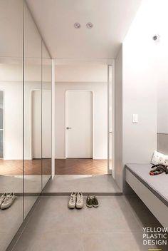 """""""푸드스타일리스트의 집(feat. 호텔&카페)"""" 42평아파트 인테리어 [옐로플라스틱/yellowplastic / 옐로우플라스틱] : 네이버 블로그 Minimal Apartment, White Apartment, Apartment Interior, Apartment Design, Home Door Design, Entry Way Design, Hall Design, House Design, Apartment Entrance"""