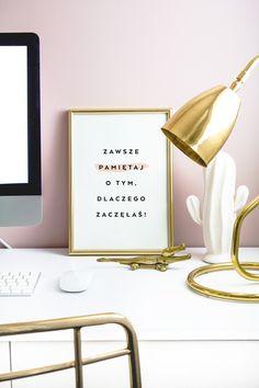 Plakaty do kobiecego biura — do pobrania i druku za darmo