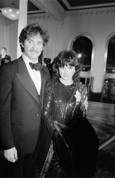 "Kevin Kline and Linda Ronstadt at the ""Pirates of Penzance"" premiere in 1983"