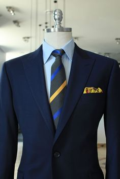 Navy jacket, light blue shirt, dark grey tie with blue & yellow stripes Sharp Dressed Man, Well Dressed Men, Mode Masculine, Mens Fashion Suits, Fashion Outfits, Men's Fashion, Look Man, Mens Attire, Inspiration Mode