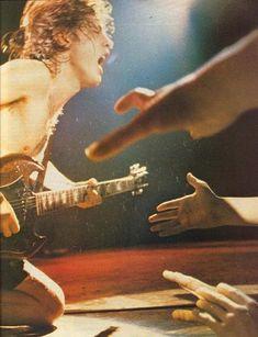 Colección de Fotos de mi gran idolo (Angus Young)