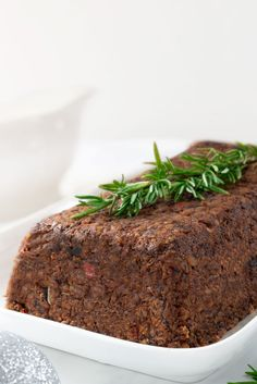 This vegan lentil loaf has a robust, savory flavor. It doesn't fall apart, isn't too mushy or too dry, and doesn't lack textural variety. Lentil Loaf Vegan, Vegan Loaf, Vegan Vegetarian, Vegetarian Recipes, Raw Vegan, Lentil Recipes, Raw Food Recipes, Healthy Recipes, Healthy Food