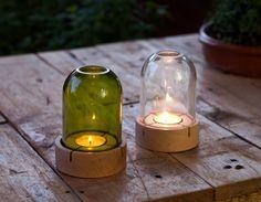 Las velas siempre ayudan a crear ambientes acogedores. Portavelas en vidrio reciclado Helmet by Verde Botella