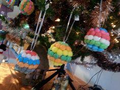 Kerstballen versieren met playmais