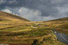 Découvrez l'Irlande en moto Mountains, Nature, Travel, Ireland, Pathways, Naturaleza, Viajes, Trips, Nature Illustration