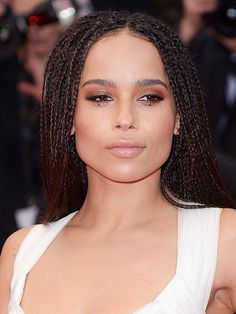 Women Hairstyles For Fine Hair red carpet celebrity hair photos; worst celebrity beauty looks: Peopl Celebrity Hairstyles, Bride Hairstyles, Trendy Hairstyles, Zoe Kravitz, Celebrity Red Carpet, Celebrity Beauty, Mad Max, Red Carpet Updo, Worst Celebrities