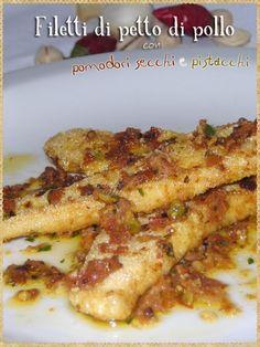 Filetti di petto di pollo con pomodori secchi e pistacchi