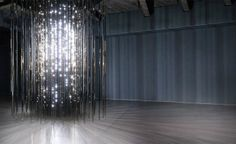 Leo Villareal, Cylinder II (2012). A complex computer programming and 19.600 white LED lights orchestrated to create endlessly changing patterns