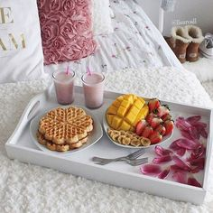 Waffles in bed, what could be better? I Love Food, Good Food, Yummy Food, Tumblr Food, Food Goals, Aesthetic Food, Food Inspiration, Cravings, Food Photography
