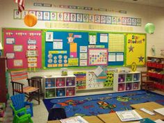 A first grade classroom tour (part it looks so organized! but inviting Classroom Decor Themes, Classroom Organisation, New Classroom, First Grade Classroom, Primary Classroom, Classroom Design, Kindergarten Classroom, Classroom Setup, Organization Ideas