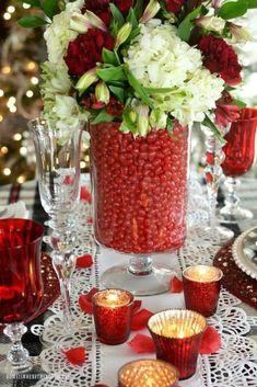 44 Stunning Valentine Table Centerpiece Ideas - HOMYHOMEE