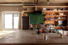 キッチンカウンターはモルタルのような仕上がりで、ハードな使い方ができると人気の #モルタライク #G様邸新御徒町 #キッチン #kitchen #キッチンアイデア #キッチンカウンター #カウンターキッチン #狭小住宅 #インテリア #EcoDeco #エコデコ #リノベーション #renovation #東京 #福岡 #福岡リノベーション #福岡設計事務所 Table, Furniture, Home Decor, Decoration Home, Room Decor, Tables, Home Furnishings, Home Interior Design, Desk