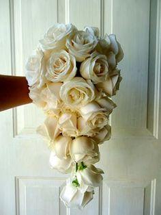 CBR268 Weddings Riviera Maya cascading bouquet of ivory roses / Ramo de cascada de rosas crema