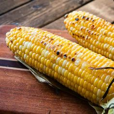 Do you know the secret to the best grilled corn on the cob? Well that's because there's not just one but a few secrets to making perfect grilled corn. Oh man, there's nothing better Grilling Tips, Grilling Recipes, Cooking Recipes, Cooking Ideas, Grilling Corn, Grilling Chicken, Vegetarian Grilling, Chicken Steak, Healthy Grilling