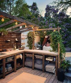 """1,059 gilla-markeringar, 66 kommentarer - Hannas Änglar (@hannasanglar) på Instagram: """"God och extra härlig fredagsmorgon på er 🤩🌸🌿 Drömmer om fler ljumma kvällar här ute med matlagning…"""" Backyard Barn, Backyard Playground, Outdoor Bbq Kitchen, Outdoor Kitchen Design, Garden Nook, Small Outdoor Spaces, Cottage Renovation, Bbq Area, Backyard Makeover"""