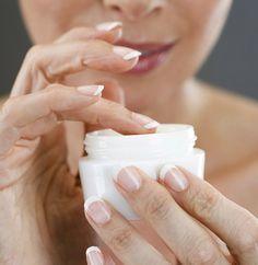 W 2015 r. na produkty przeciwstarzeniowe świat miał wydać 291 mld dol.! Co rzeczywiście jest kosmetycznym hitem? Jak mądrze wybierać kosmetyki mające zatrzymać starzenie? Rozmowa z dr n. med. Ewą Chlebus*, dermatologiem