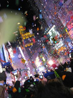 Times Square on New Year's Eve in New York, New York. Places Around The World, Oh The Places You'll Go, Times Square, I Love Ny, All I Ever Wanted, City That Never Sleeps, Nouvel An, New Years Eve Party, City Lights