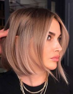 Gorgeous Medium Length Haircuts & styles for 2020 Medium Hair Cuts, Medium Hair Styles, Long Hair Styles, Hairstyles Haircuts, Wavy Hair, Hair Lengths, Hair Trends, Curly, Beauty