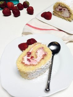 Other pinner wrote: Easy Strawberry Cake Roll Recipe, it is really good. It's pretty light and loaded with delirious cream, infused with strawberries. Strawberry Roll Cake, Strawberry Recipes, Just Desserts, Delicious Desserts, Yummy Food, Cake Roll Recipes, Dessert Recipes, Yummy Treats, Sweet Treats