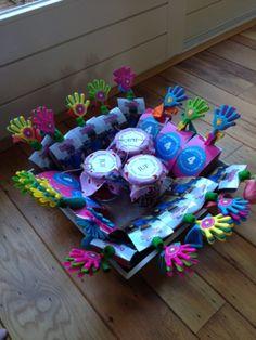 traktatie met knijpfruit Birthday Treats, Creative Inspiration, Party Planning, Children, Kids, Lunch Box, Gift Wrapping, Candy, Birthdays