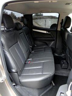 Volkswagen Amarok w porównaniu z Isuzu D-MAX Multimedia, Isuzu D-max, Volkswagen, Car Seats, Vehicles, Car, Vehicle, Tools