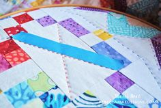How to do Big Stitch Hand Quilting with Perle Cotton tutorial Quilting For Beginners, Quilting Tips, Quilting Tutorials, Machine Quilting, Quilting Projects, Easy Hand Quilting, Hand Quilting Patterns, Easy Quilts, Craft Patterns