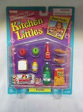Kitchen Littles Deluxe Cookware Set by Tyco - Kitchen Littles were the most… Barbie Food, Doll Food, Barbie Dolls, Barbie Playsets, Barbie Kitchen, Barbie Doll Accessories, Food Pack, Miniature Crafts, Old Dolls