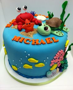 How to make a Finding Dory Cake (Finding Nemo Cake) from Cookies Cupcakes and Cardio Ocean Cakes, Beach Cakes, Fondant Cakes, Cupcake Cakes, Finding Nemo Cake, Finding Dory, Dory Cake, Mermaid Cakes, Novelty Cakes