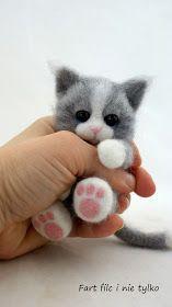 Fart filc i nie tylko Yarn Animals, Needle Felted Animals, Cute Animals, Needle Felting Tutorials, Cat Posters, Felt Cat, Bear Doll, Cat Crafts, Little Doll