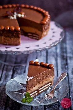 Sernik kawowy na zimno czyli eleganckie, dwuwarstwowe ciasto z herbatnikami z nadzieniem.  http://dorota.in/sernik-kawowy-na-zimno/  #przepis #kuchnia #ciasto #sernik #kawa