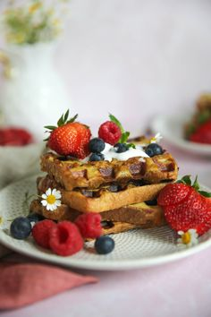 French Toast Waffles Chocolate Pudding Fruit, Chocolate Waffles, Coconut Milk Whipped Cream, French Toast Waffles, Decadent Food, Raw Food Recipes, Pancake Recipes, Paleo Food, Paleo Dessert