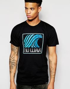 T-Shirt mit Druck von Pink Dolphin weiches Jersey Rundhalsausschnitt Aufdruck auf Brust und Rückseite Logoetikett reguläre Passform - entspricht den Größenangaben Maschinenwäsche 100% Baumwolle Model trägt Größe M und ist 187cm/6 Fuß und 1,5Zoll groß
