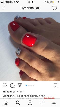 There are many toe nail designs to provide only the freshest ideas to your attention. Get These Amazing Toe Nail Colors To Choose In Pretty Toe Nails, Cute Toe Nails, Hot Nails, Fancy Nails, Hair And Nails, Pretty Toes, Glitter Toe Nails, Purple Toe Nails, Toe Nail Color