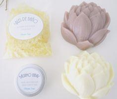 Este pack esta compuesto por dos pastillas de jabón, sales de baño y un bálsamo labial.